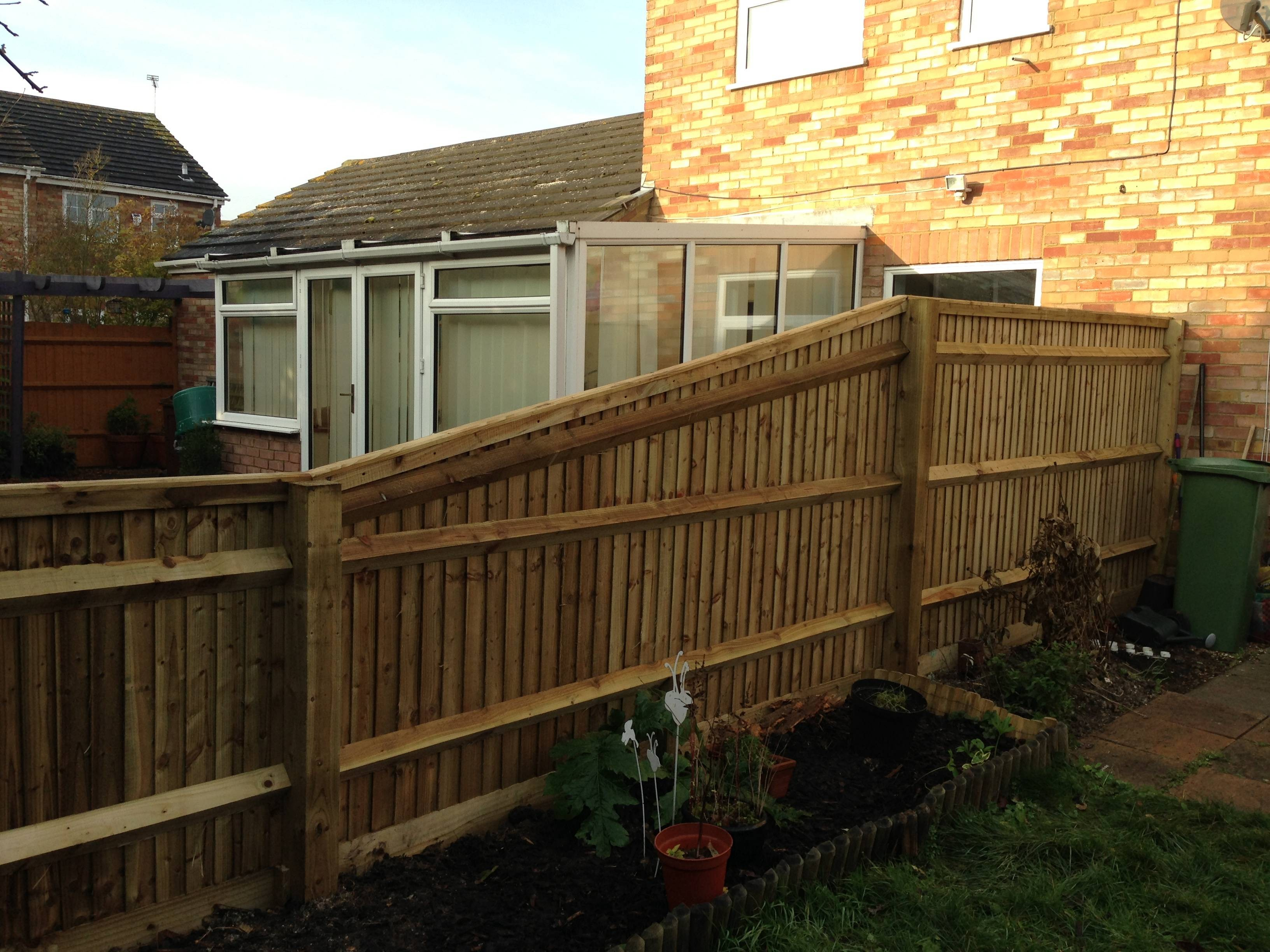 Sloping closeboard fence Pitstone - MS Roberts LandscapingMS Roberts ...